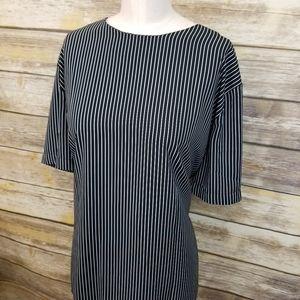 ⬇️$45 Black White Vertical Pinstriped Top XL